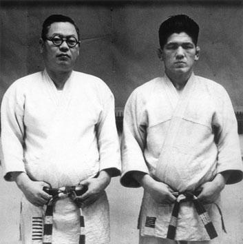Kawaishi Sensei et Awazu Sensei vers 1950